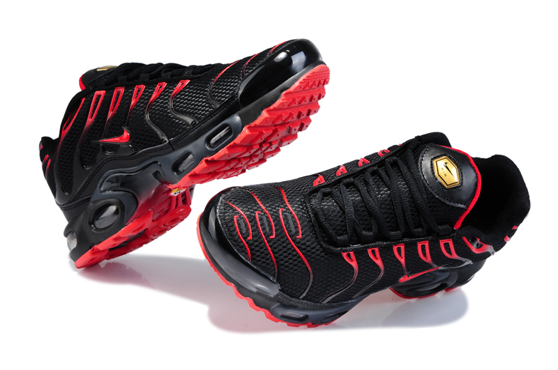 chaussures nike tn rouge